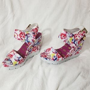 NWOB Juicy Couture Floral Open Toe Wedge Buckle
